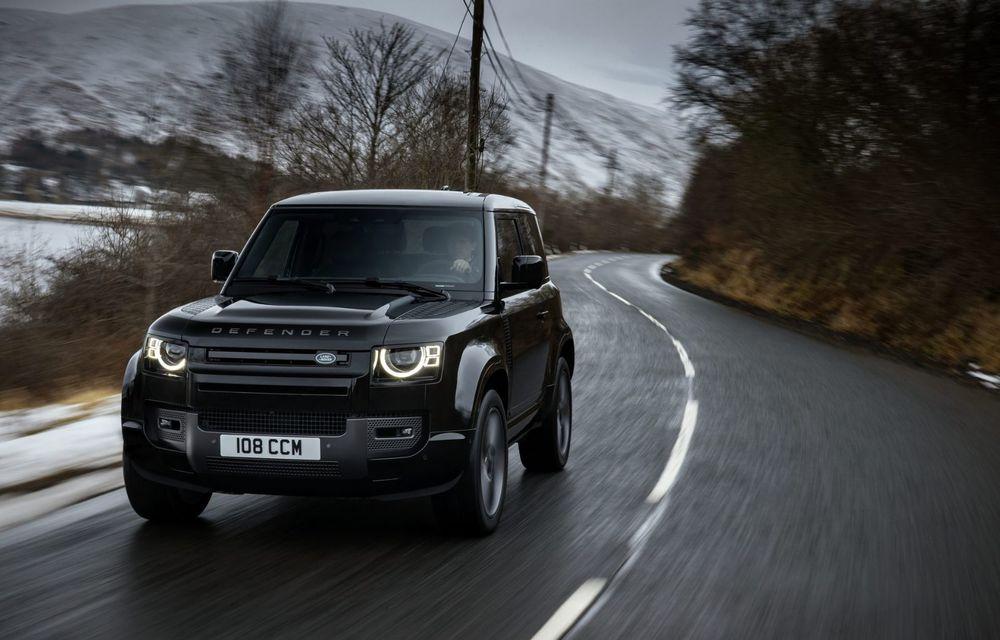 Land Rover Defender a primit un motor V8 supraalimentat. Unitatea dezvoltă 525 de cai putere - Poza 35