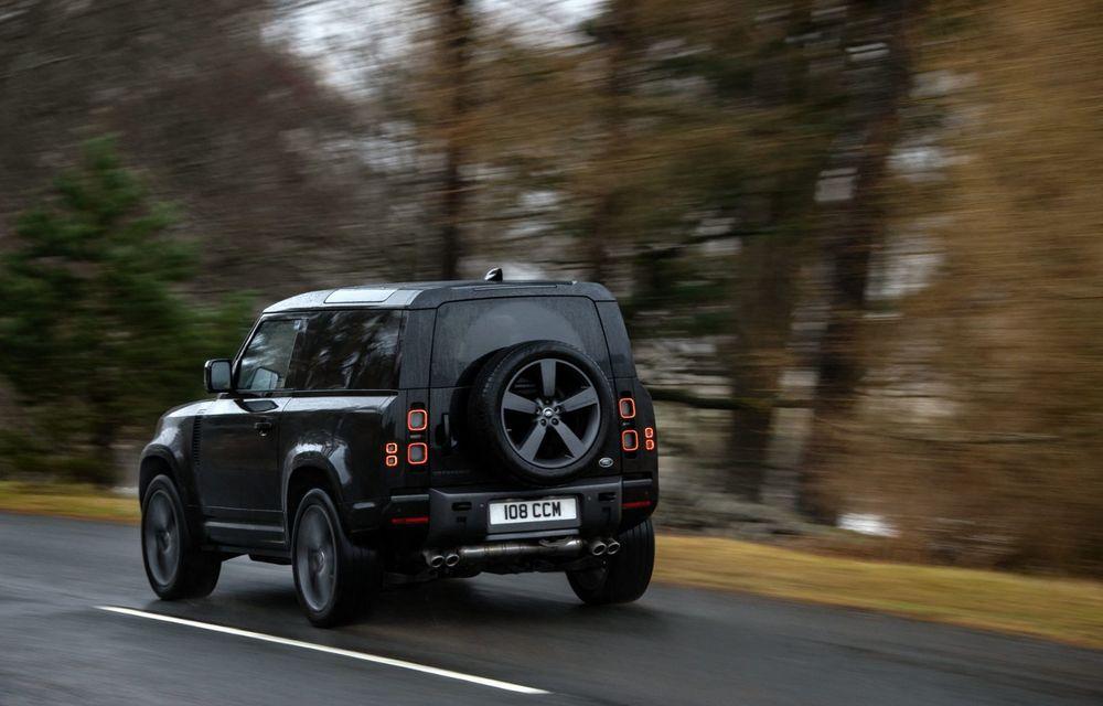 Land Rover Defender a primit un motor V8 supraalimentat. Unitatea dezvoltă 525 de cai putere - Poza 38
