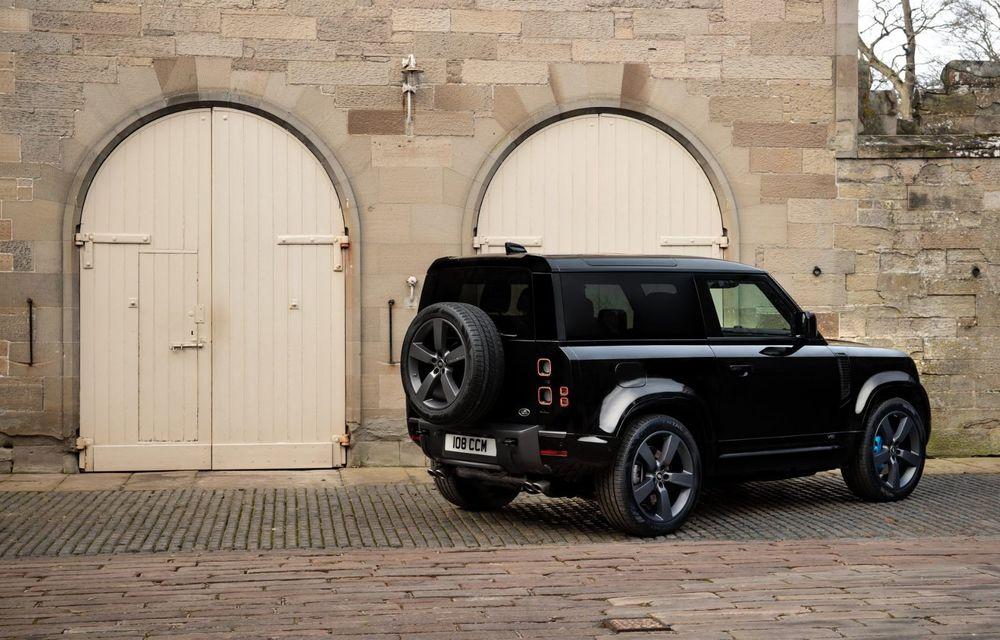 Land Rover Defender a primit un motor V8 supraalimentat. Unitatea dezvoltă 525 de cai putere - Poza 19