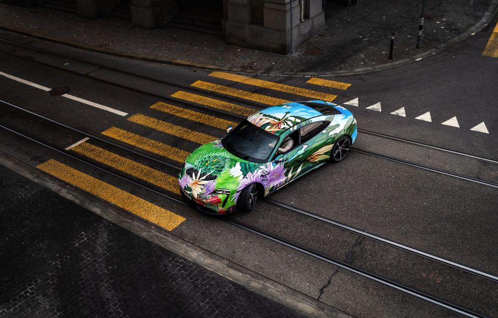 După BMW, și Porsche dă naștere unui Art Car: acest Taycan 4S unic va fi scos la licitație - Poza 9