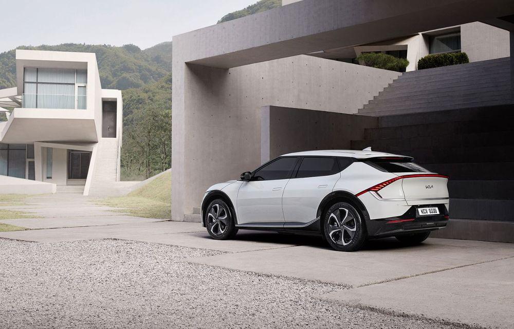 Noul Kia EV6, primele imagini ale crossover-ului electric, frate cu Hyundai Ioniq 5 - Poza 3