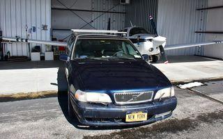 Un bătrân Volvo V70 se vinde pentru 20 de milioane de dolari, datorită plăcuței de înmatriculare