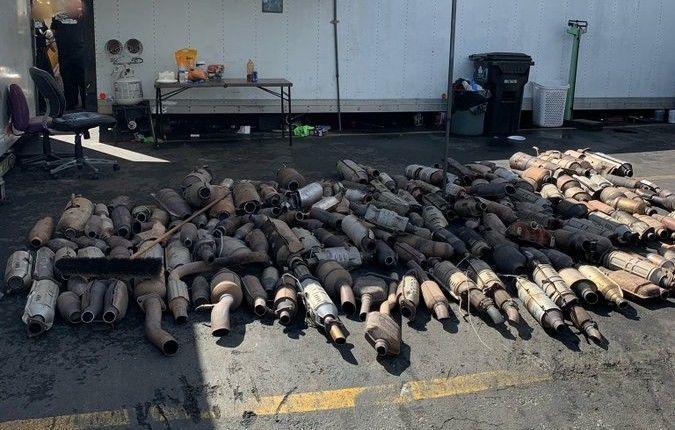 Furtul de catalizatoare continuă. Poliția a recuperat 250 de catalizatoare, în valoare de 750.000 de dolari - Poza 2