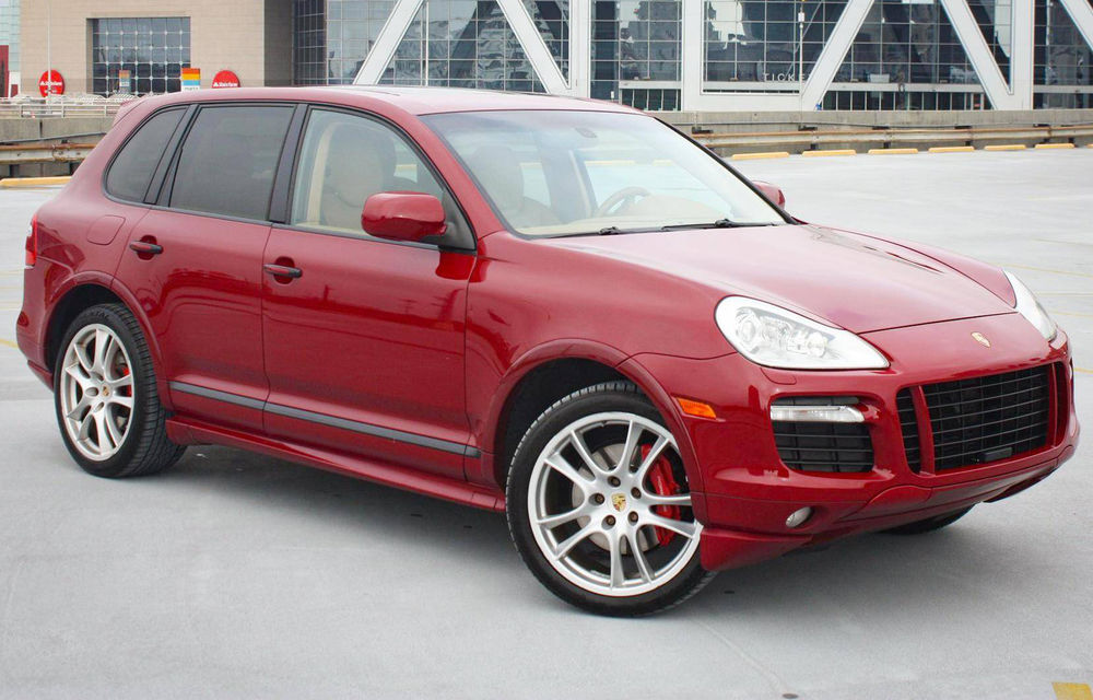 Un Porsche Cayenne din 2009 a devenit o mașină rară mulțumită cutiei manuale - Poza 1