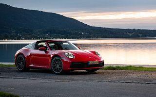 """Șeful Porsche îi liniștește pe fani: """"Vom continua să construim 911 cu motor cu ardere internă"""""""