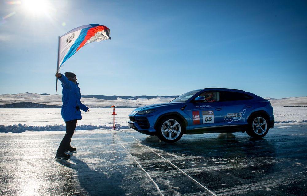 Lamborghini Urus stabilește un record mondial de viteză pe gheață: SUV-ul a atins 298 km/h - Poza 3