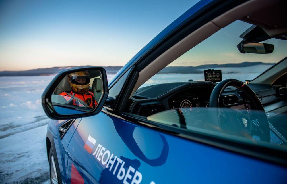 Lamborghini Urus stabilește un record mondial de viteză pe gheață: SUV-ul a atins 298 km/h - Poza 8