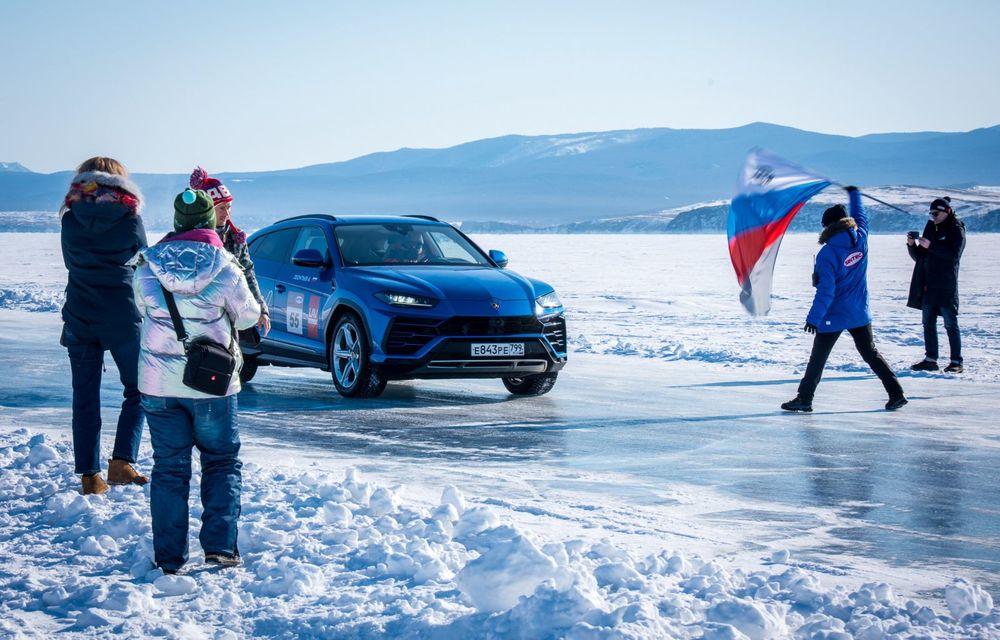 Lamborghini Urus stabilește un record mondial de viteză pe gheață: SUV-ul a atins 298 km/h - Poza 5