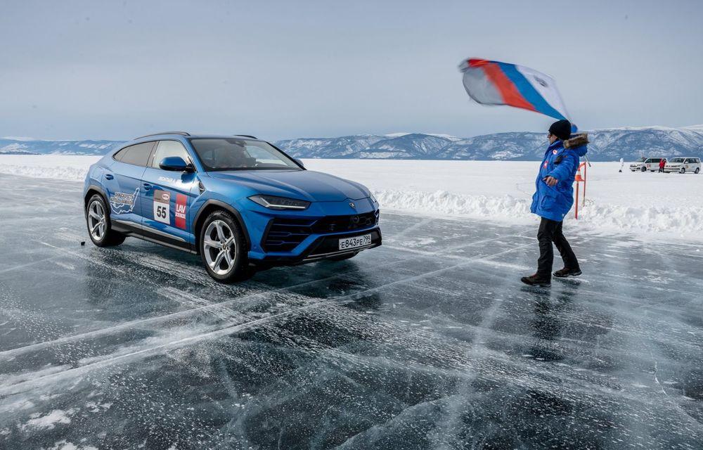 Lamborghini Urus stabilește un record mondial de viteză pe gheață: SUV-ul a atins 298 km/h - Poza 2