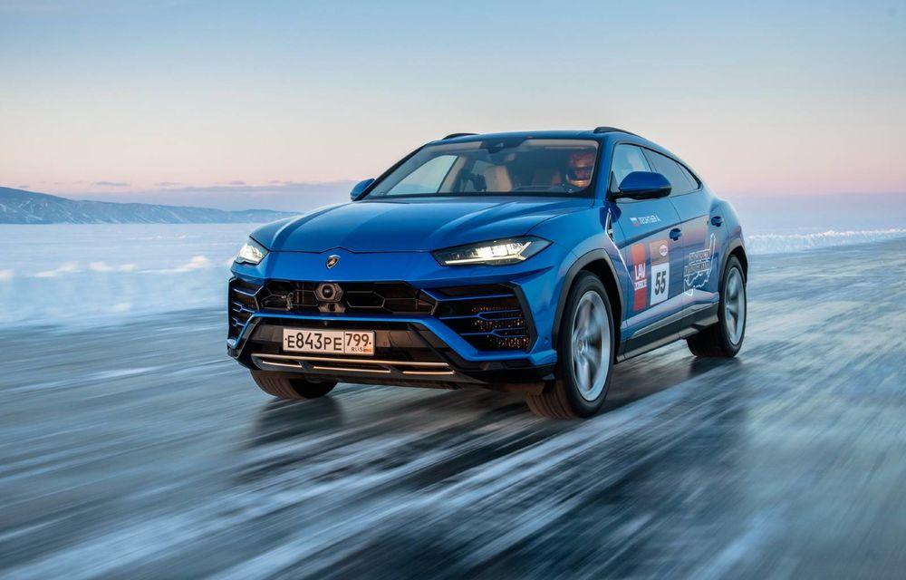 Lamborghini Urus stabilește un record mondial de viteză pe gheață: SUV-ul a atins 298 km/h - Poza 1