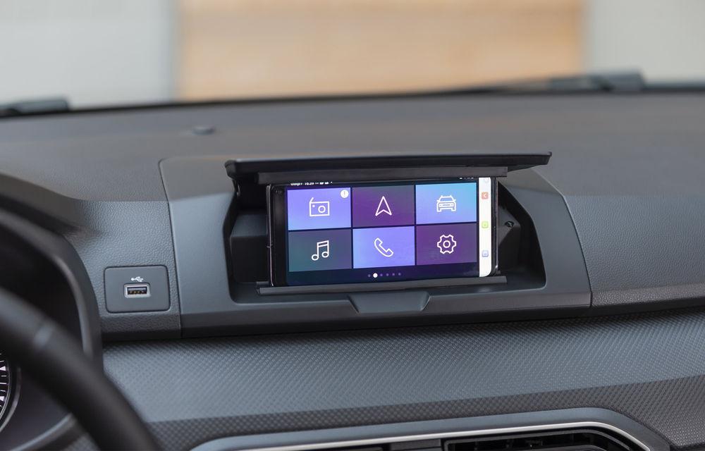 Dacia detaliază modul în care telefonul mobil se transformă în sistem multimedia al mașinii - Poza 3