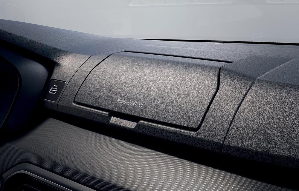 Dacia detaliază modul în care telefonul mobil se transformă în sistem multimedia al mașinii - Poza 4