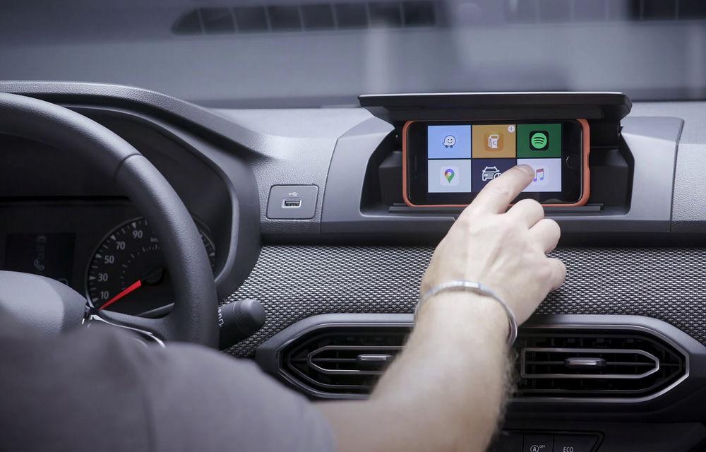 Dacia detaliază modul în care telefonul mobil se transformă în sistem multimedia al mașinii - Poza 1