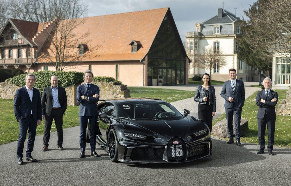 Bugatti a asamblat exemplarul Chiron cu numărul 300. Mașina aniversară este un Chiron Pur Sport - Poza 2