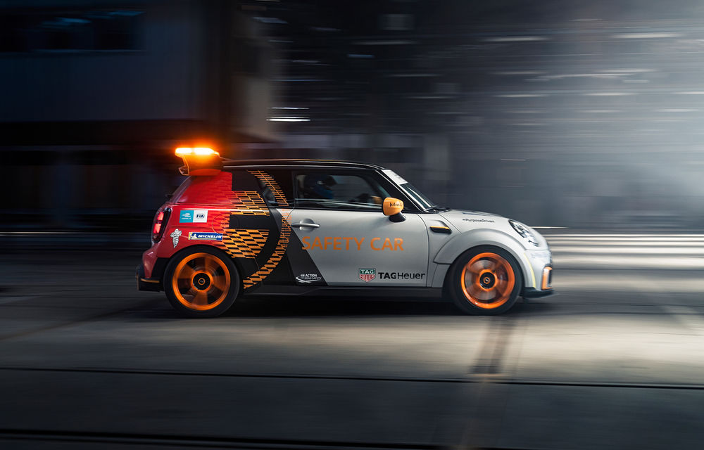 Formula E va avea un nou Safety Car: Mini Electric Pacesetter - Poza 3