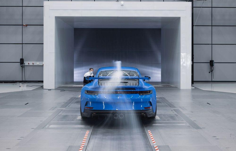Test extrem: noul Porsche 911 GT3 a rulat încontinuu cu 300 de km/h pe o distanță de 5.000 de kilometri - Poza 4