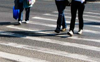 MAI vrea să limiteze viteza pentru bicicliști și să amendeze pietonii care folosesc telefonul atunci când traversează strada