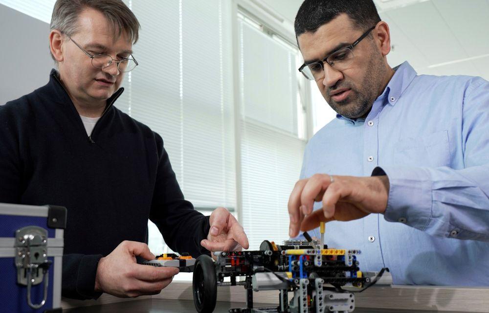 Inginerii Renault au dezvoltat transmisia sistemului E-Tech Hybrid cu ajutorul pieselor Lego - Poza 2