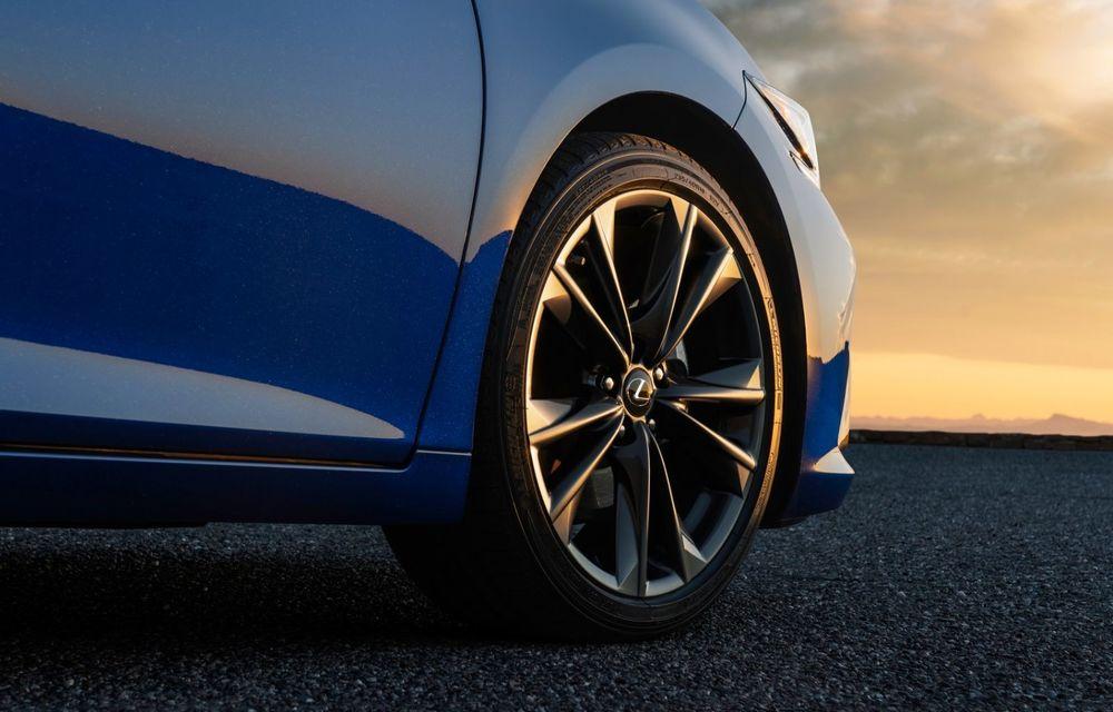 Lexus ES facelift: îmbunătățiri estetice, mai multă tehnologie și versiune nouă ES 300h F Sport - Poza 17