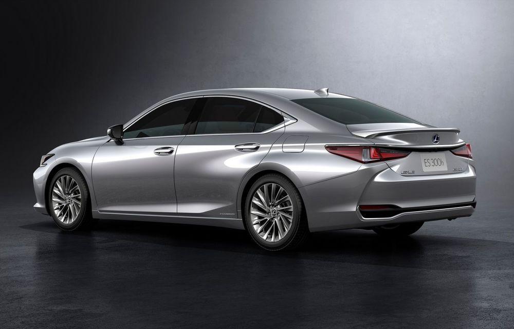 Lexus ES facelift: îmbunătățiri estetice, mai multă tehnologie și versiune nouă ES 300h F Sport - Poza 21