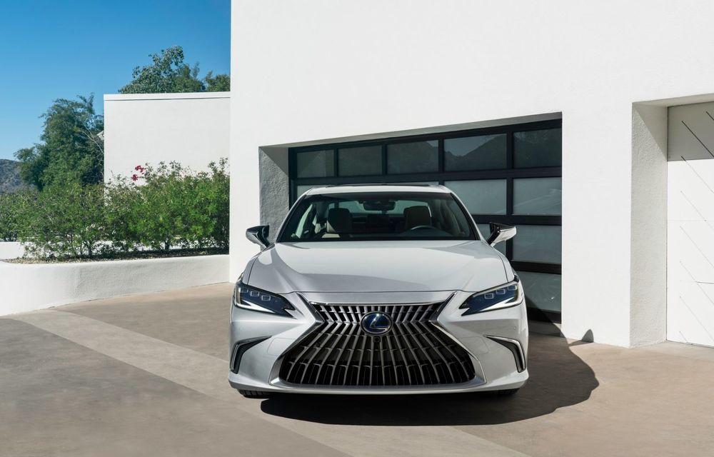 Lexus ES facelift: îmbunătățiri estetice, mai multă tehnologie și versiune nouă ES 300h F Sport - Poza 6