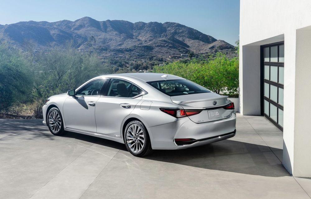 Lexus ES facelift: îmbunătățiri estetice, mai multă tehnologie și versiune nouă ES 300h F Sport - Poza 7