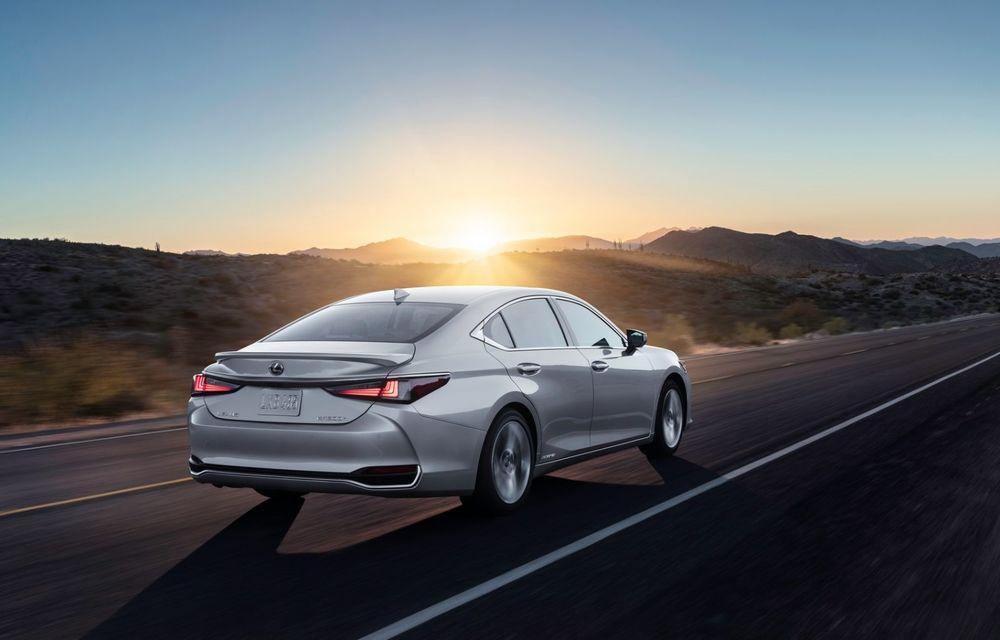 Lexus ES facelift: îmbunătățiri estetice, mai multă tehnologie și versiune nouă ES 300h F Sport - Poza 9