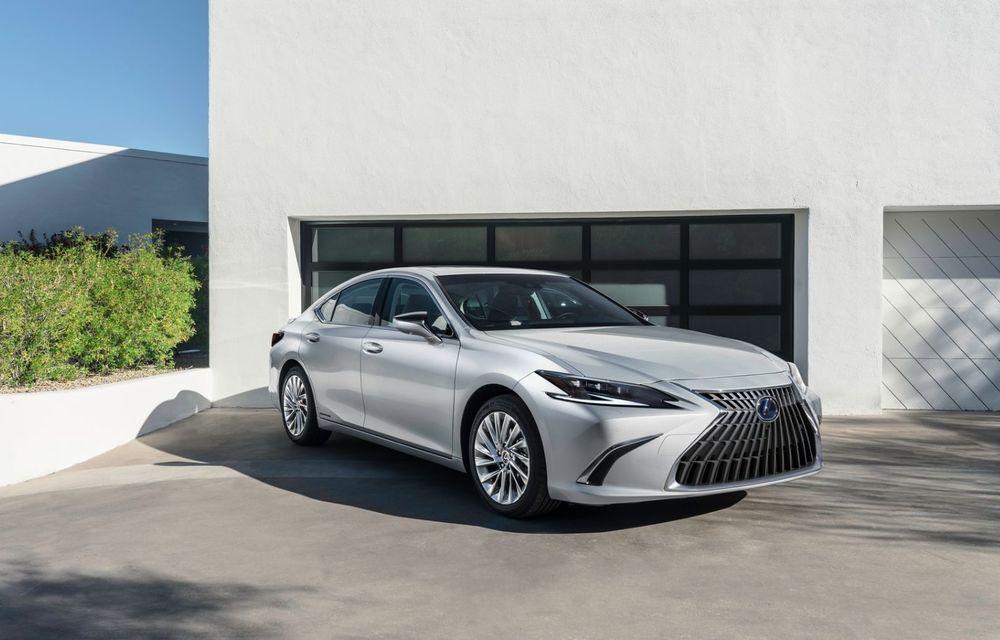 Lexus ES facelift: îmbunătățiri estetice, mai multă tehnologie și versiune nouă ES 300h F Sport - Poza 3