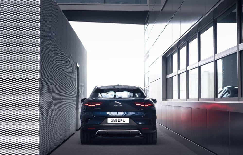 Jaguar anunță o nouă variantă Black pentru SUV-ul electric I-Pace - Poza 7