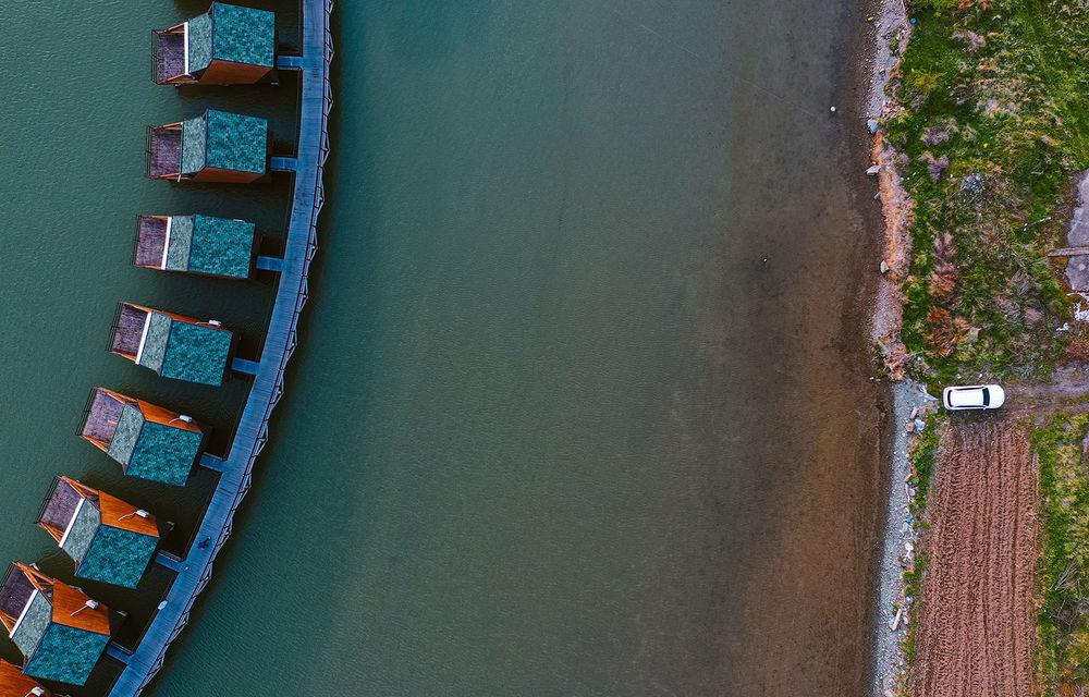 Descoperim Dunărea cu Mercedes-Benz GLB (ziua 1): Chipul lui Decebal sculptat în piatră și un hotel ca în Maldive - Poza 18