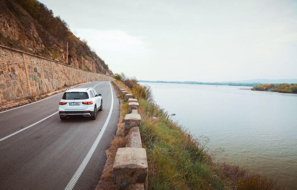 Descoperim Dunărea cu Mercedes-Benz GLB (ziua 1): Chipul lui Decebal sculptat în piatră și un hotel ca în Maldive - Poza 2