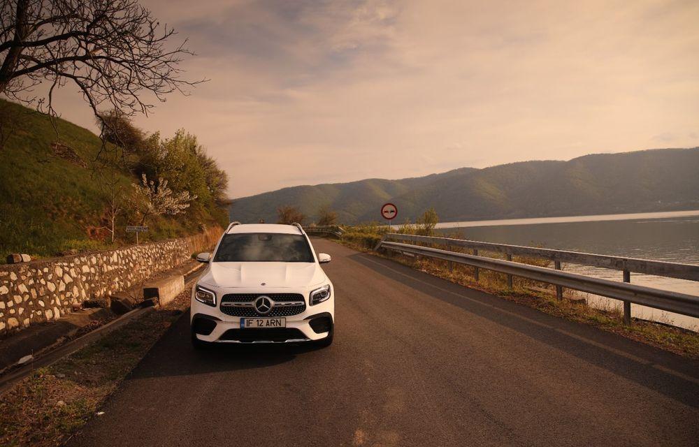 Descoperim Dunărea cu Mercedes-Benz GLB (ziua 1): Chipul lui Decebal sculptat în piatră și un hotel ca în Maldive - Poza 23