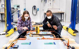 Ford va investi 185 de milioane de dolari într-un centru de dezvoltare a bateriilor mașinilor electrice