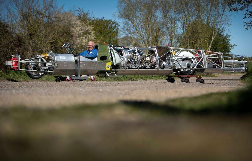 Britanicii vor să atingă peste 640 km/h cu o motocicletă propulsată de un motor de elicopter - Poza 1