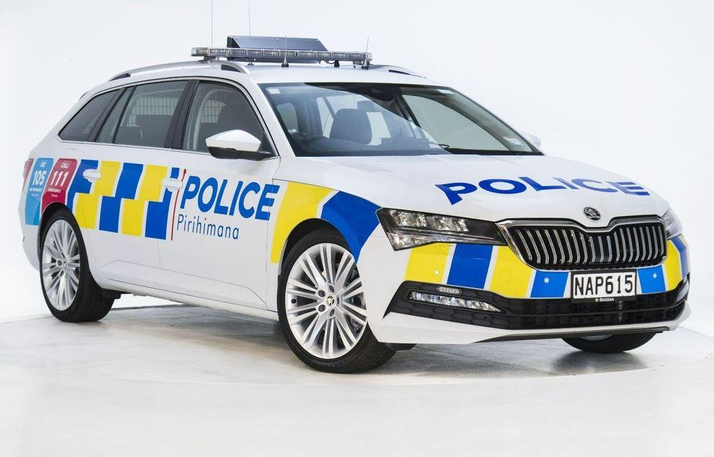 Skoda ajunge și în Noua Zeelandă. A fost livrat primul exemplar Superb Combi pentru poliția locală - Poza 1