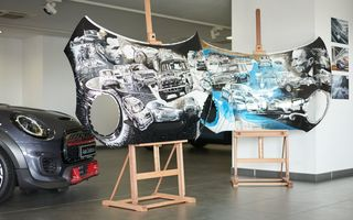 Mini facelift a debutat în România în compania unui proiect de artă, semnat de un pictor român