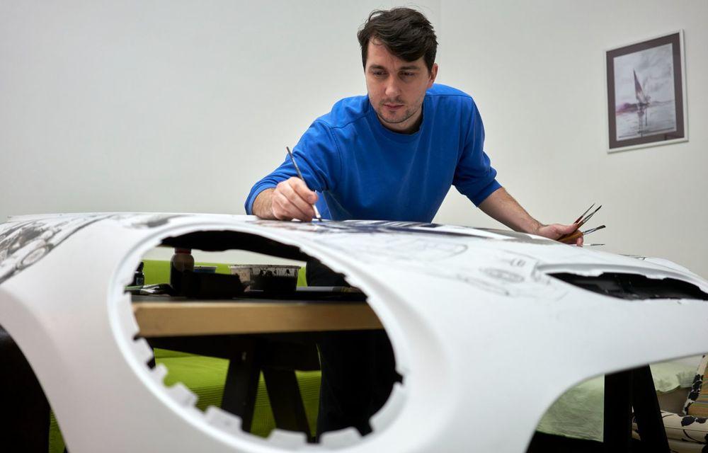 Mini facelift a debutat în România în compania unui proiect de artă, semnat de un pictor român - Poza 2