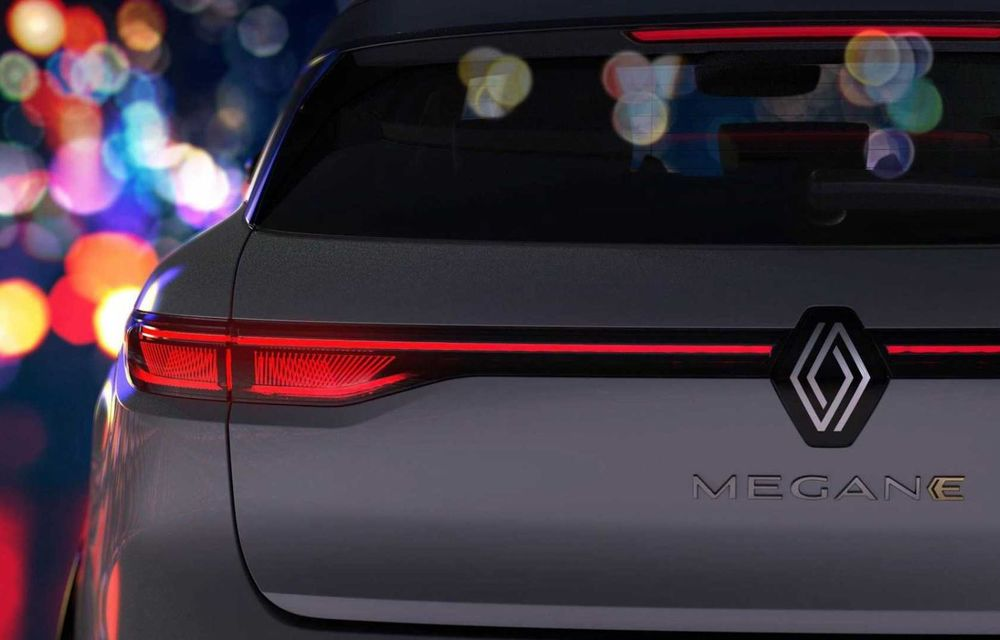 Primele imagini cu viitorul Renault Megane Electric: stopuri unite cu o bandă LED, ecran uriaș la interior - Poza 1