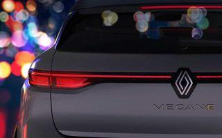 Primele imagini cu viitorul Renault Megane Electric: stopuri unite cu o bandă LED, ecran uriaș la interior