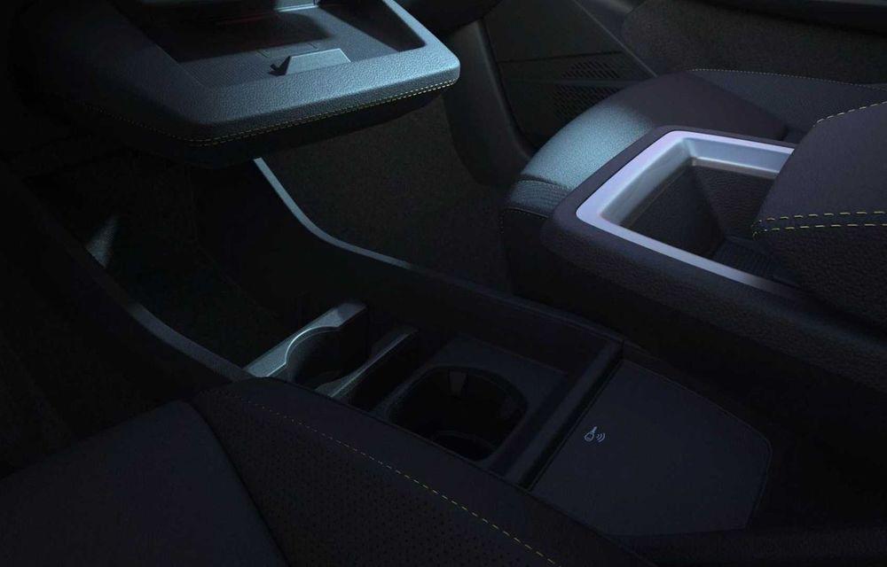 Primele imagini cu viitorul Renault Megane Electric: stopuri unite cu o bandă LED, ecran uriaș la interior - Poza 4