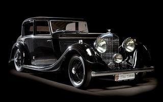 Patru mașini clasice din Galeria Țiriac Collection, expuse la Muzeul Satului din București