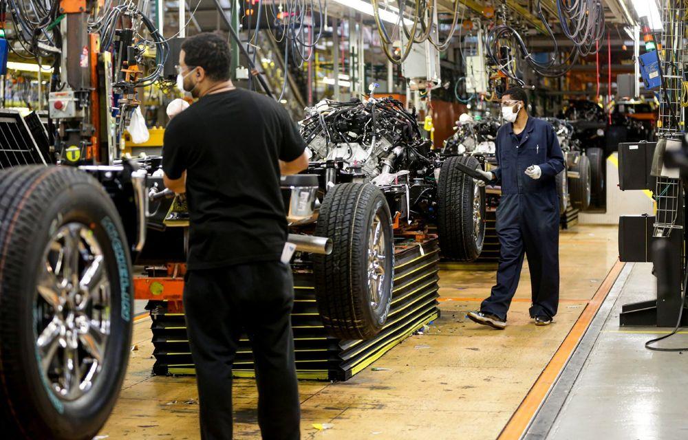 Criza de semiconductori ar putea costa scump producția mondială de mașini: deficit de 3.9 milioane de unități în 2021 - Poza 1