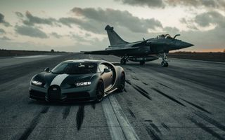 Bugatti Chiron, față în față cu un avion de luptă Rafale pentru o cursă de pus în ramă