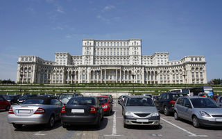 Studiu: Şoferii din Bucureşti pierd 10-20 de minute în căutarea unui loc de parcare