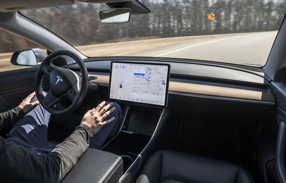 După îndelungi insistențe, Tesla anunță că va monitoriza atenția șoferului cu o cameră din interior - Poza 1