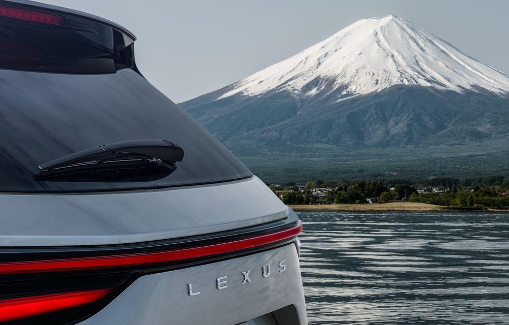 Prima imagine cu viitorul Lexus NX. Japonezii anunță o serie de îmbunătățiri exterioare și interioare - Poza 1