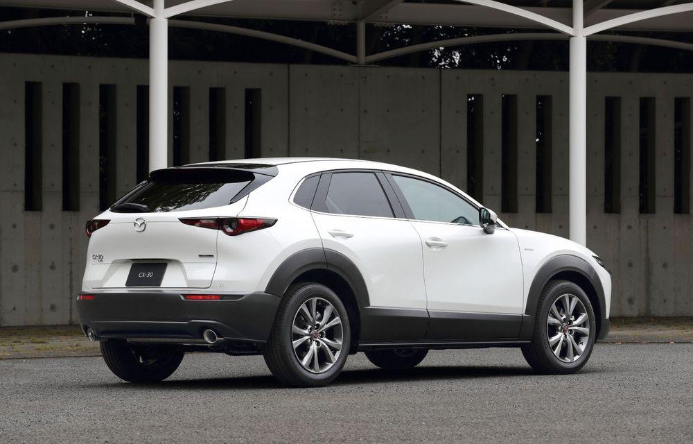 """Mașinile din """"Aventour la feminin"""": Mazda CX-30 ediție aniversară, un SUV pentru 100 de ani de precizie japoneză - Poza 3"""