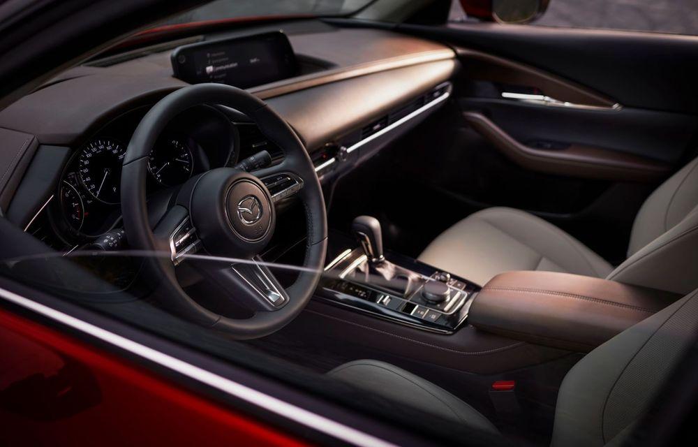 """Mașinile din """"Aventour la feminin"""": Mazda CX-30 ediție aniversară, un SUV pentru 100 de ani de precizie japoneză - Poza 14"""