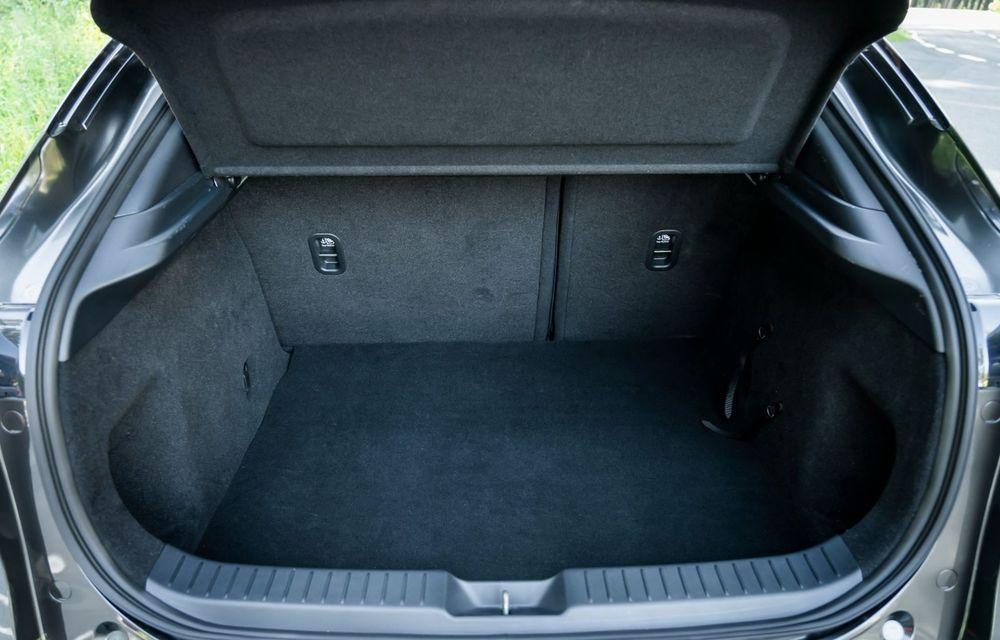 """Mașinile din """"Aventour la feminin"""": Mazda CX-30 ediție aniversară, un SUV pentru 100 de ani de precizie japoneză - Poza 21"""
