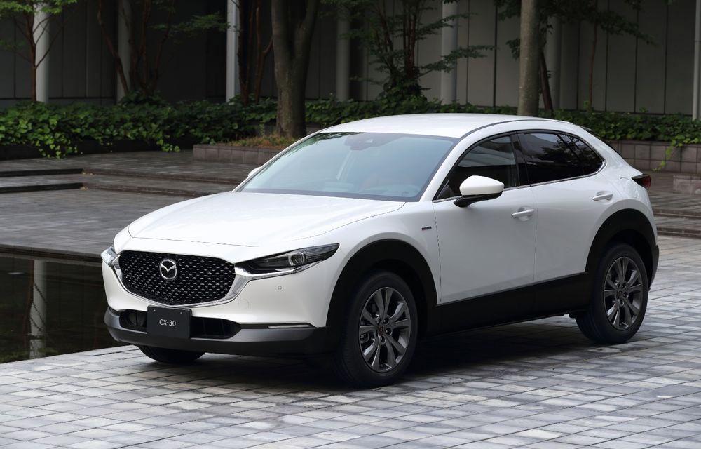 """Mașinile din """"Aventour la feminin"""": Mazda CX-30 ediție aniversară, un SUV pentru 100 de ani de precizie japoneză - Poza 1"""